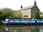Nice farmhouse and narrow boat 'Lucy Puss'