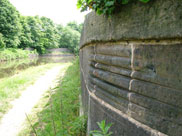 Rope marks on the aquaduct