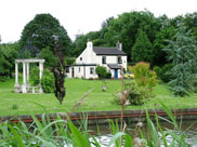 Lovely detached cottage by the canal